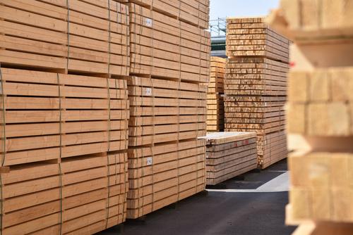 Lagerung von Holzbrettern in einem Sgewerk